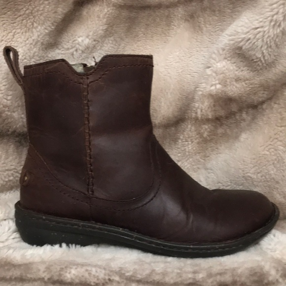 c7048a921fc Ugg Neevah Brown Sheerling Boot Size 8